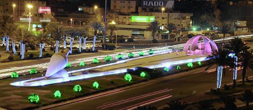 3 أسباب لإضاءة العاصمة المقدسة بالأخضر والأزرق