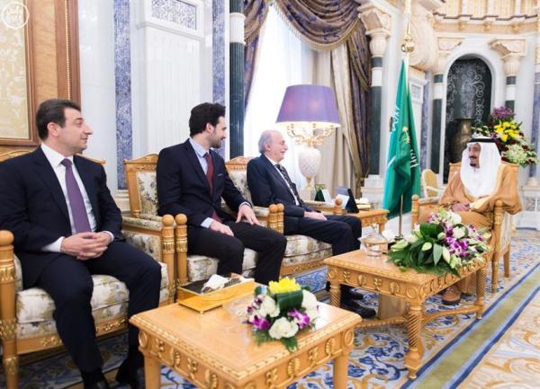 خادم الحرمين يستقبل النائب اللبناني وليد جنبلاط