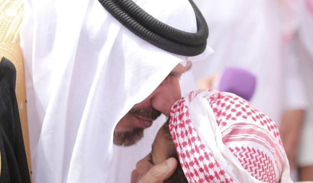"""بالصور.. أمير نجران ينقل تعازي القيادة لأسرة """"آل قفلة"""".. ويؤكد: أسر الشهداء الذين زرتهم يطلبون التهنئة بدل التعزية"""