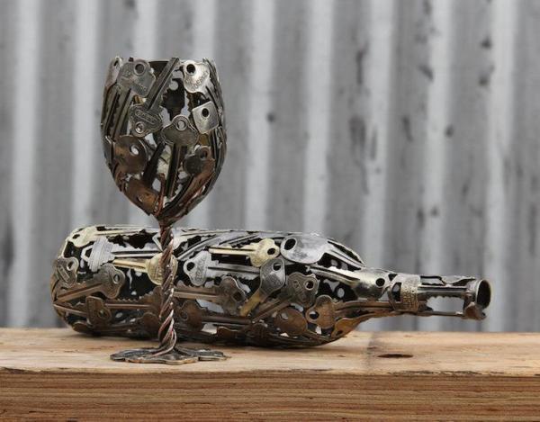أسترالي يصمم أعمالاً فنية من المفاتيح القديمة
