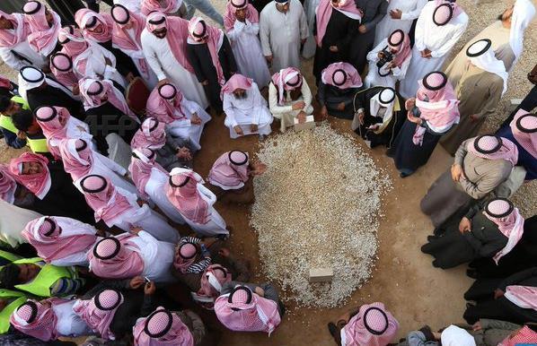 صورة من مراسم دفن الملك عبدالله لمصور سعودي ضمن أفضل صور العام