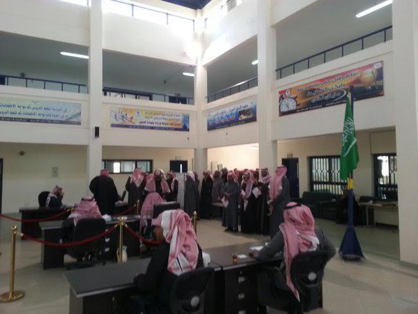 بالصور .. إقبال ملحوظ على مراكز الاقتراع في انطلاقة الانتخابات البلدية