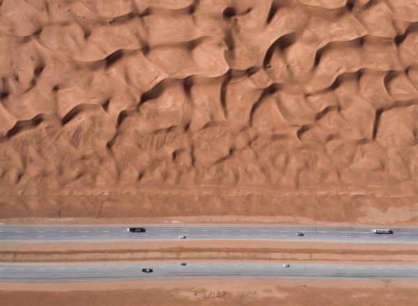 صور جوية مذهلة توثق جماليات الطرق السريعة بالمملكة
