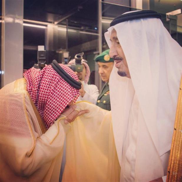 بالصور.. خادم الحرمين الشريفين يصل جدة قادماً من المملكة المغربية