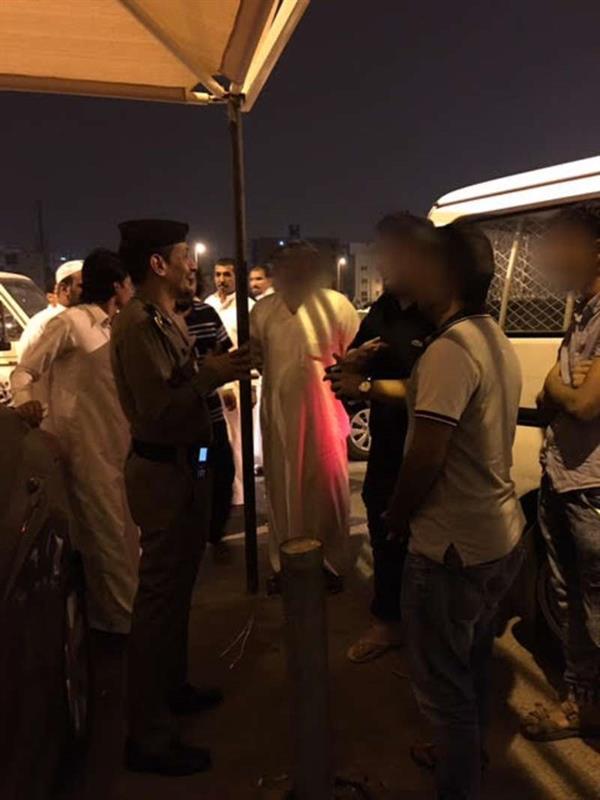 شرطة مكة تستوقف 50 شابا ظهروا في أماكن عامة بملابس وقصات شعر مخالفة (صور)