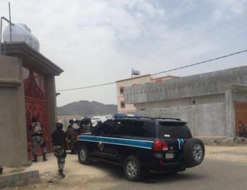 الصور الأولى لمحاصرة رجال الطوارئ لعدد من الدواعش بمكة وأدائهم الصلاة عقب نجاح مهمتهم