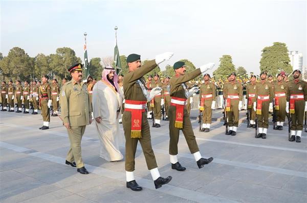قائد الجيش الباكستاني وولي ولي العهد