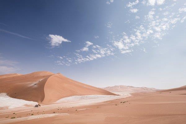 بريطاني يوشك أن يجتاز صحراء الربع الخالي