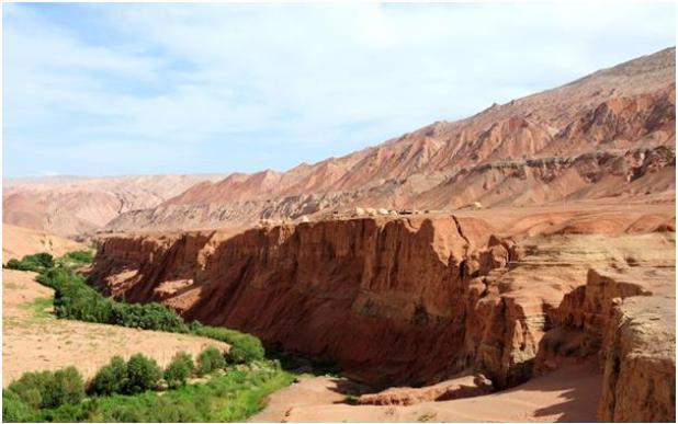 تبلغ مساحة صحراء تكلامكان في آسيا الوسطى 323,750 كيلومتر، تقع في حوض تاريم في منطقة شينجيانغ في جمهورية الصين الشعبية، تحيط به