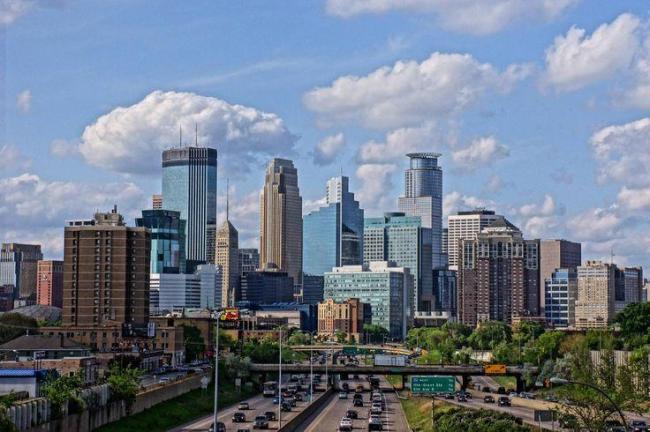 """وفي المركز الرابع حلت مدينة """"مينابولس"""" الأمريكية أيضا وهي أكبر مدينة في ولاية """"مينيسوتا"""" الواقعة شمال الولايات المتحدة."""