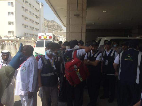 """وزير الصحة يقف على استقبال حالات التدافع بـ""""طوارئ منى"""