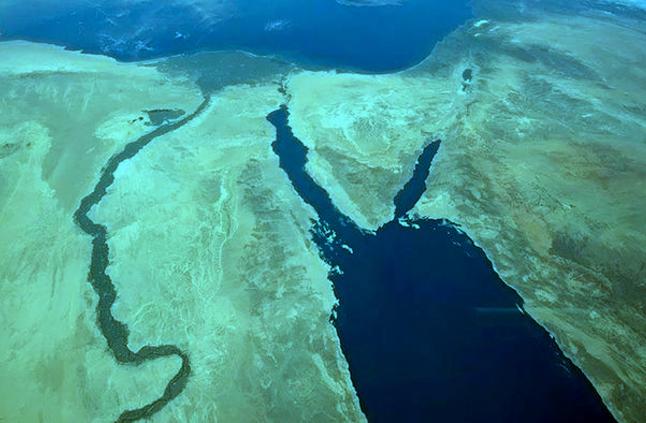 10 معلومات عن البحر الأحمر به جزر بركانية و204 أنواع من الأسماك لا