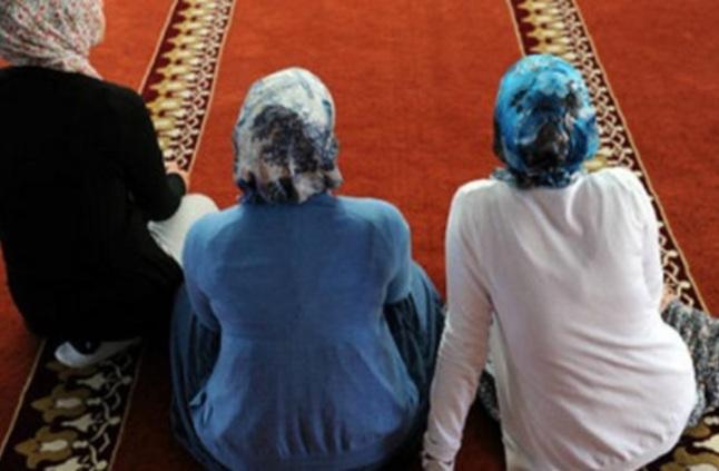 أمين الفتوى يوضح حكم قراءة المرأة القرآن بدون حجاب أو وضوء مصر