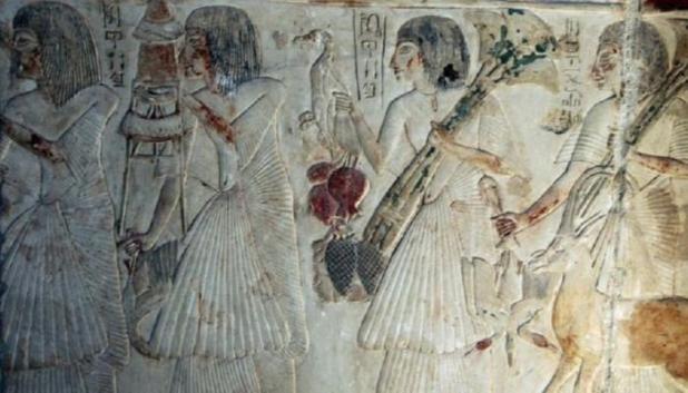 نقوش فرعونية تحتفي بمكانة المرأة في مصر القديمة