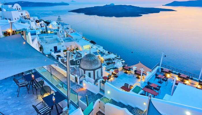 اليونان تفتح أبوابها للسياح الأجانب وتستثني هذه الدولة