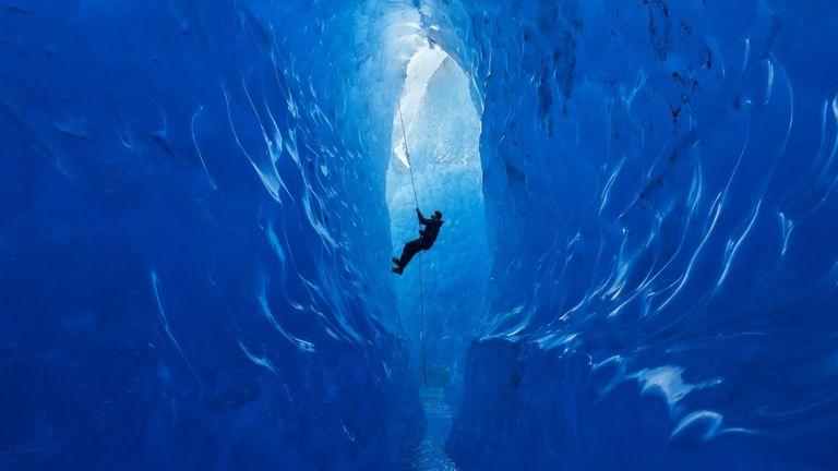 كهوف مندنهال الجليدية في ألاسكا