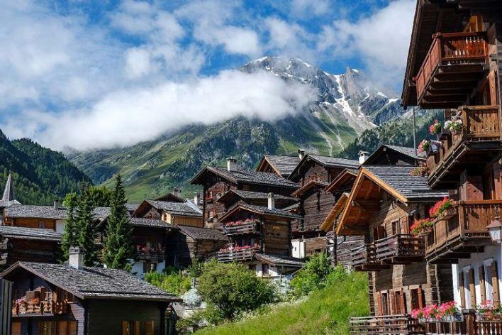 سويسرا من أفضل 10 وجهات آمنة للسفر في 2021