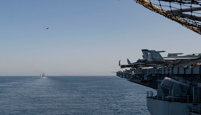 السفن الأمريكية خلال طريقها إلى مياه الخليج لتأمين الملاحة من تهديدات إيران ومليشياتها