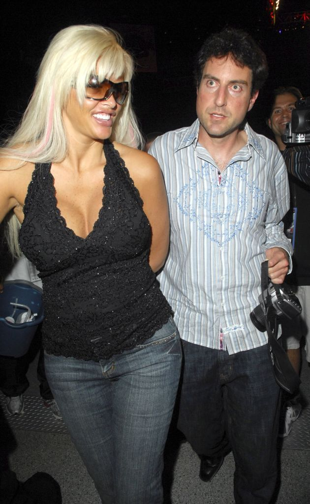 Anna Nicole Smith and Howard Stern at the James Toney v Samuel Peter boxing match in 2007 in Hollywood, Florida | Source: Getty Images