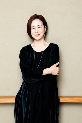 Mieko Harada como Sakaki, la enfermera jefe