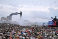 """Eco-Enzyme Nusantara"" Bali siramkan cairan Eco-Enzyme kurangi bau sampah di TPA"