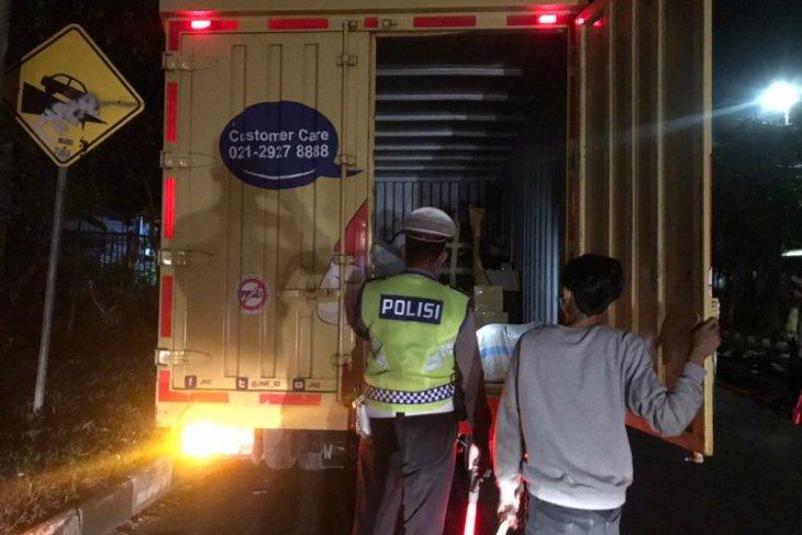 Polda Bali putar balik ratusan kendaraan-travel gelap