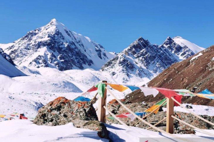 Jumpai etnis Yugur di atas ketinggian 3.830 mdpl puncak Bars Snow