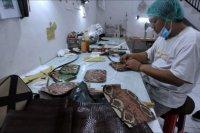 Produksi kerajinan kulit untuk diekspor
