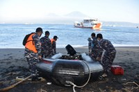 "Dua KRI TNI AL temukan satu ""life craft"" milik KMP Yunicee"