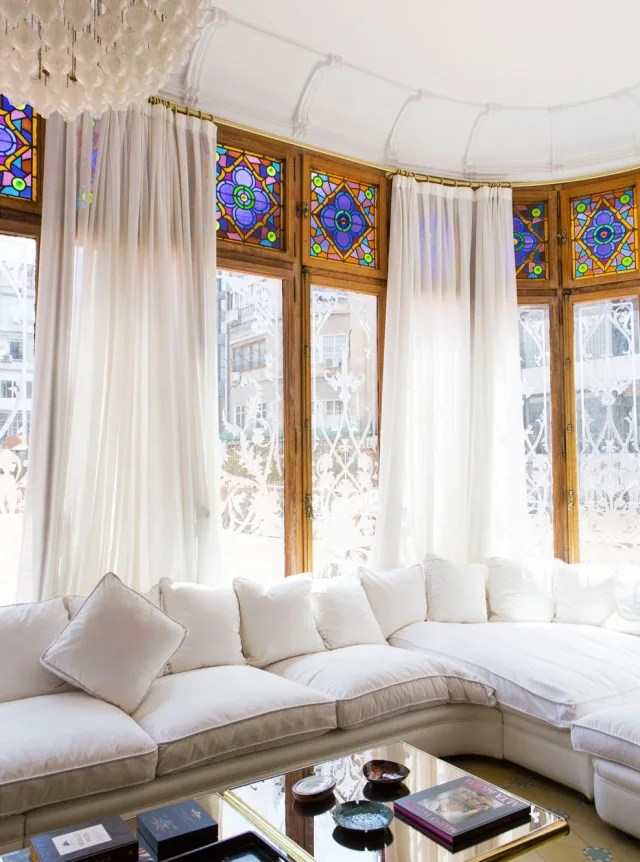 Window Seat Ideas That Are Romantic Yet Practical