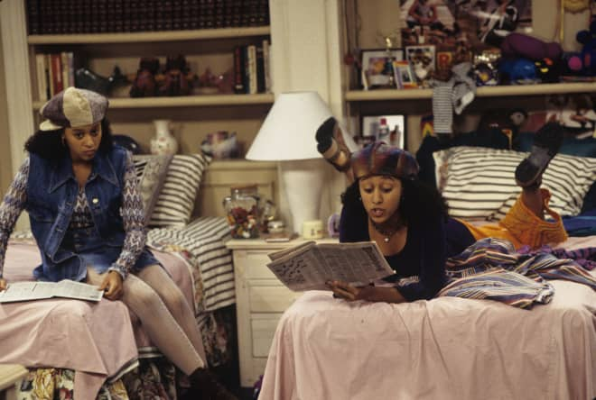 6 TV Siblings Show Us Why Being Roommates with Family Can Be Wonderful