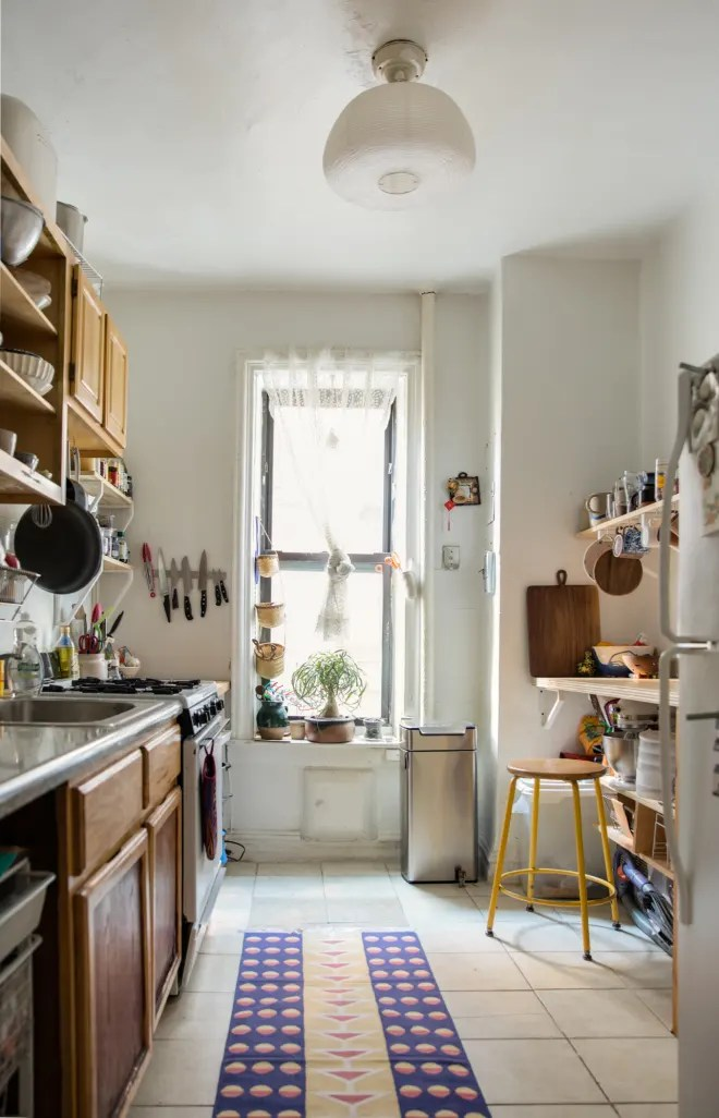 4 Garbage Can Tricks Everyone Should Try for a Better-Smelling Kitchen