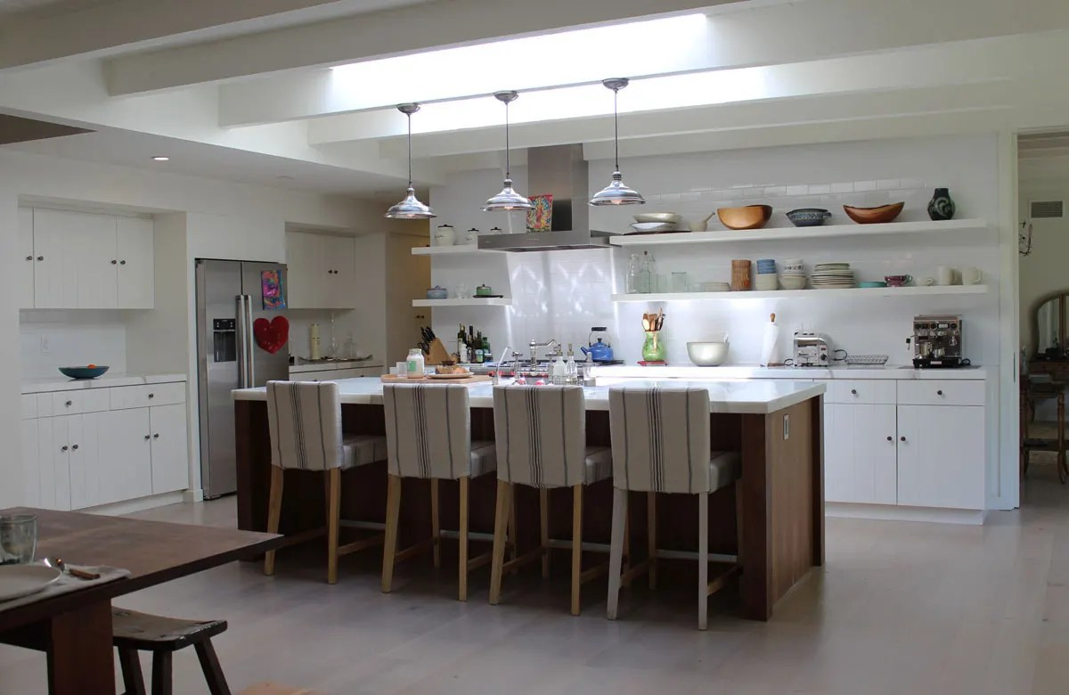 10 Kitchens Without Upper Cabinets