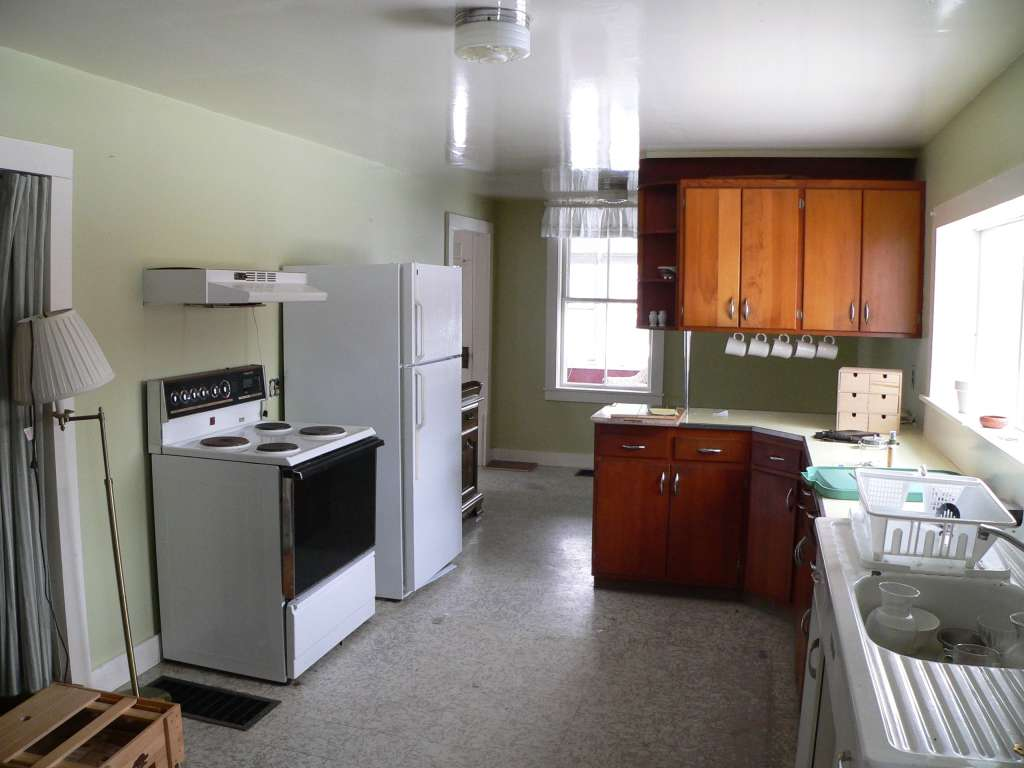 Before Amp After Cindys Small Budget Makeover Kitchn