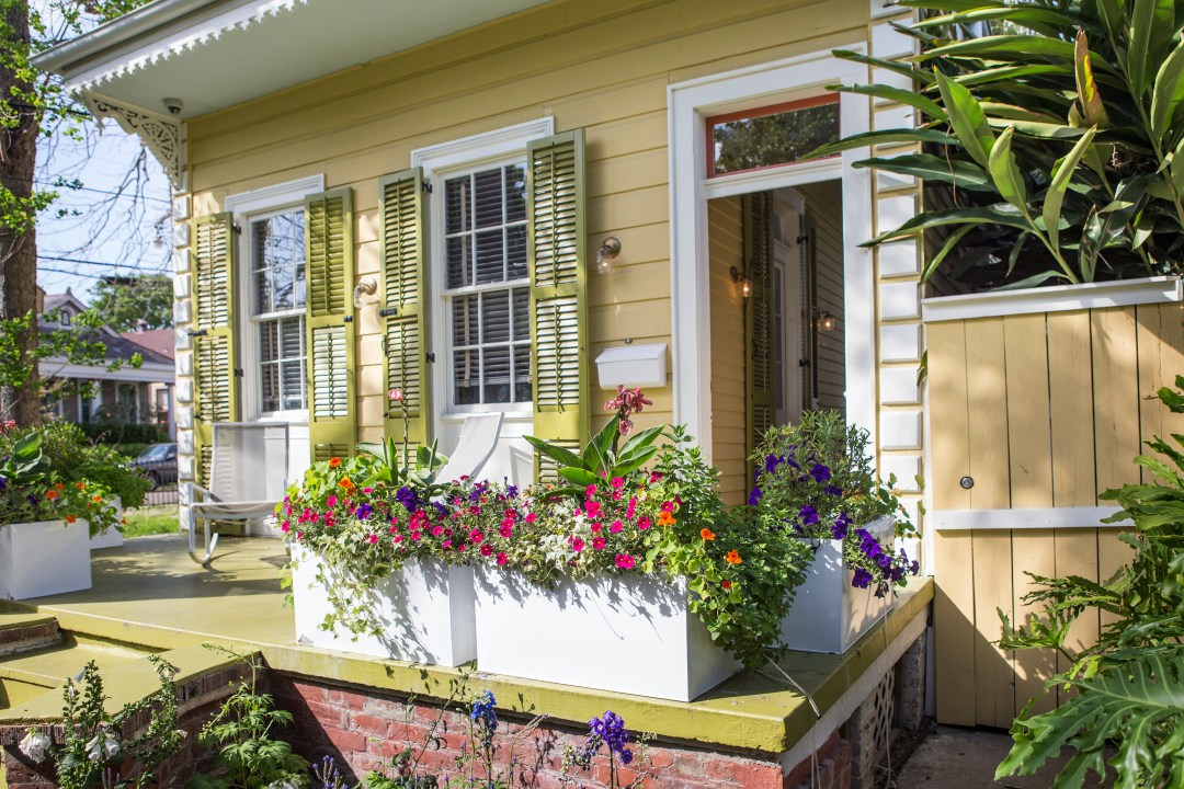 This Inexpensive Curb Appeal Upgrade Is Timeless (and Expert-Approved!)