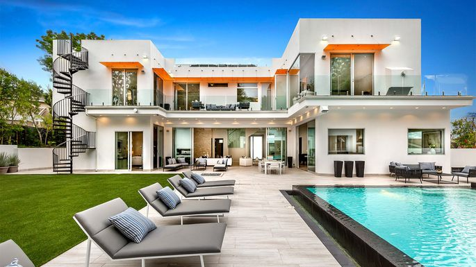 "This Modern Mansion Featured in ""La La Land"" is for Sale"