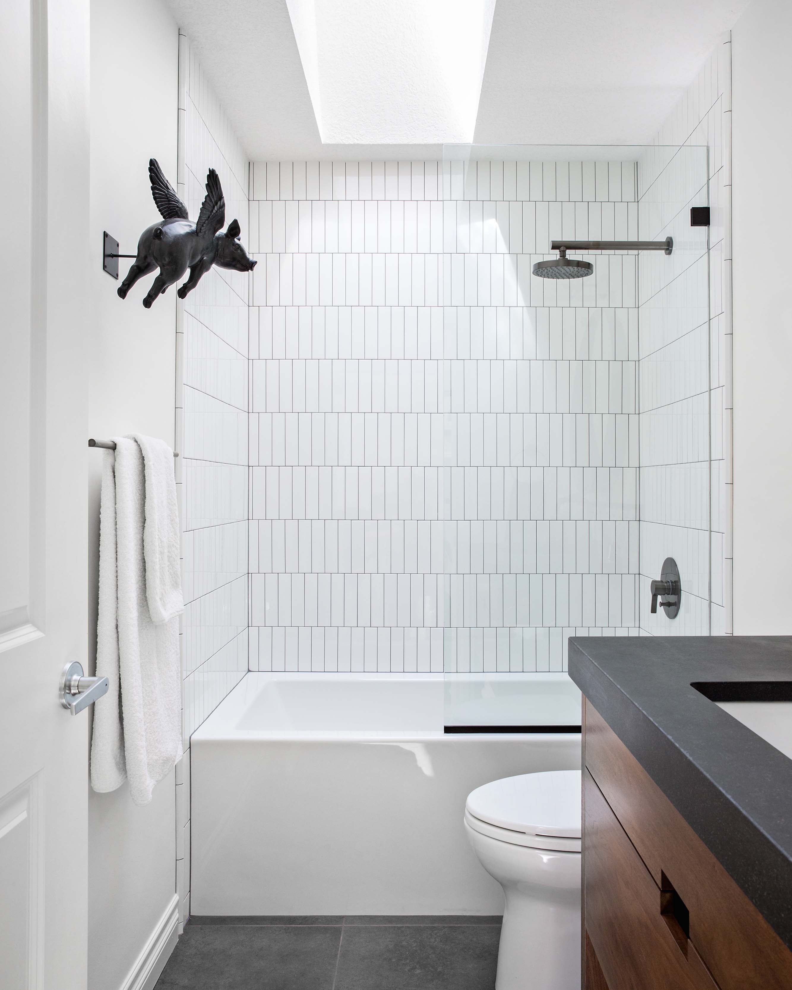 vertical stacked subway tile