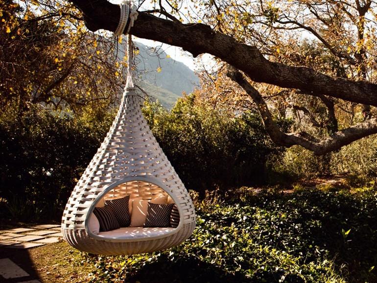 13-nestrest-garden-suspended-chair