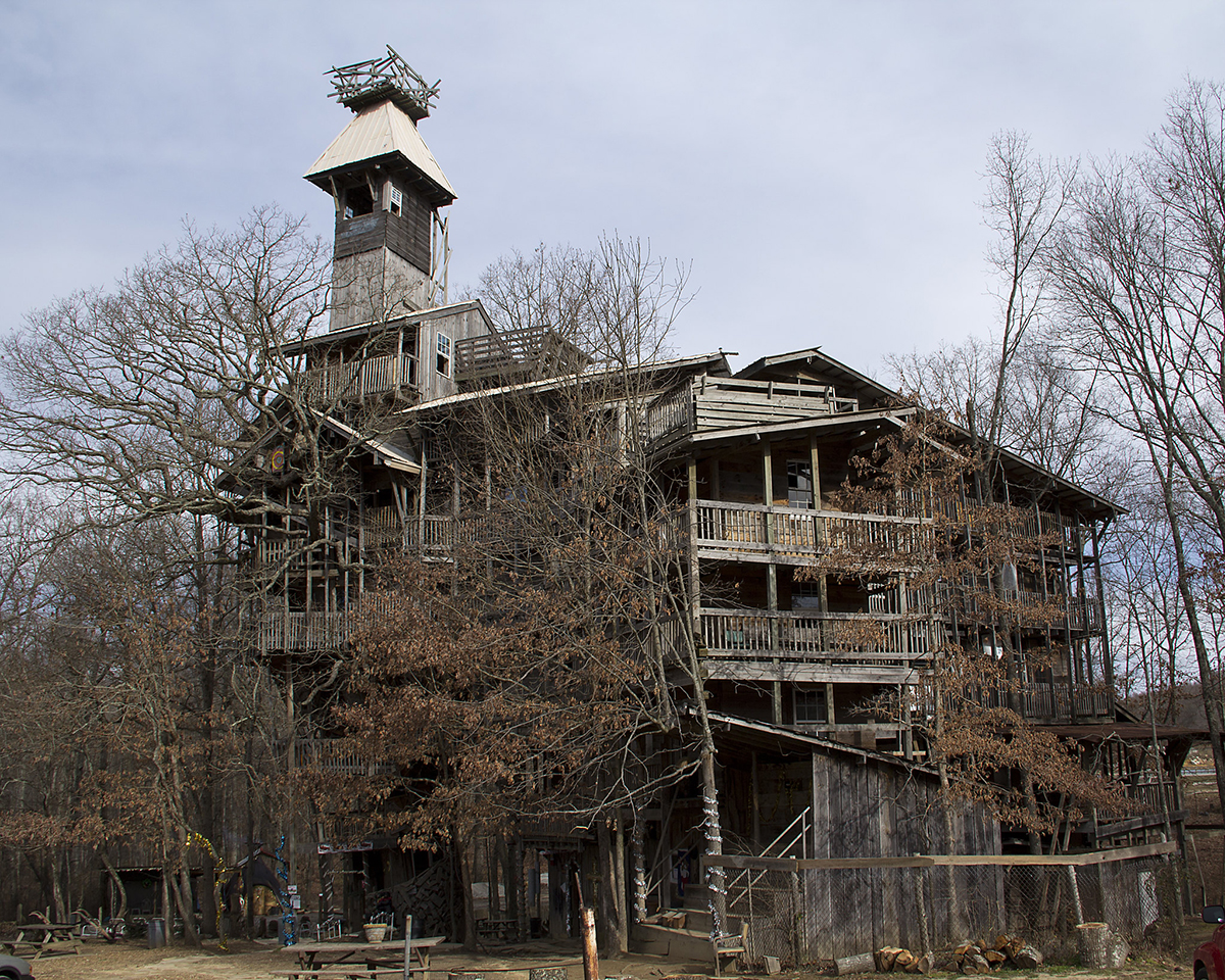 World S Largest Treehouse Burns Down In Minutes