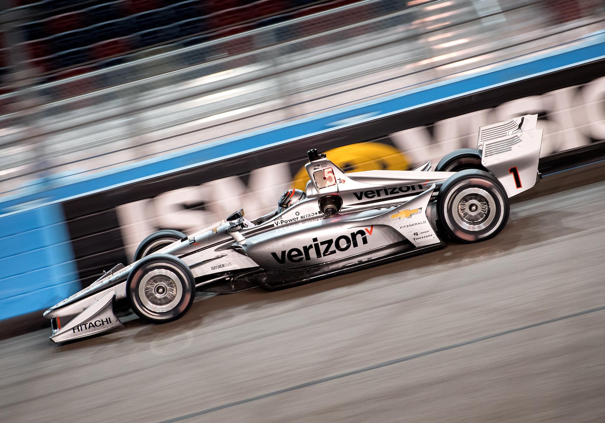 Now that's a good-looking single-seater! Team Penske driver Josef Newgarden (1) rips through turn two during the Verizon IndyCar Series Desert Diamond West Valley Casino Phoenix Grand Prix on April 7, 2018, at ISM Raceway in Phoenix, AZ.