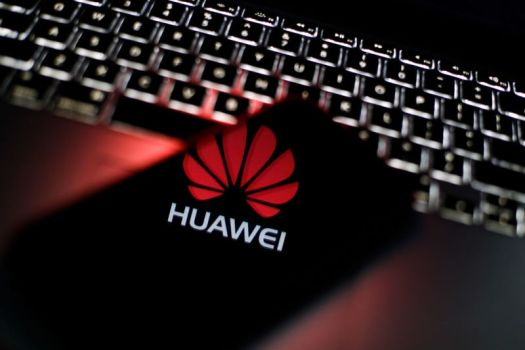 Illustration including a Huawei logo, a smartphone, and keyboard.