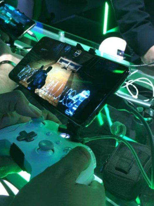 Project xCloud running <em>Gears of War 4</em> at an E3 Microsoft Theater demonstration.