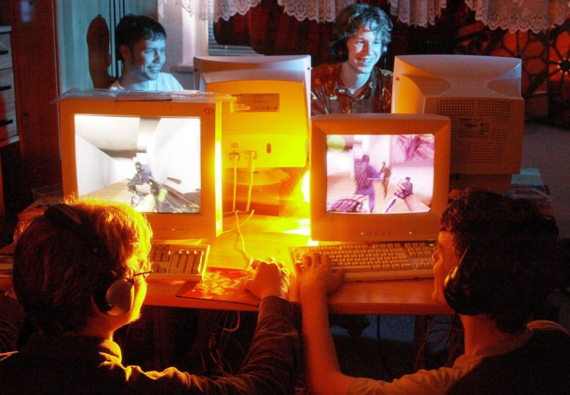 A photographer's approximation of what LAN party life was like for Ars Technica staffers in the CRT monitor era.