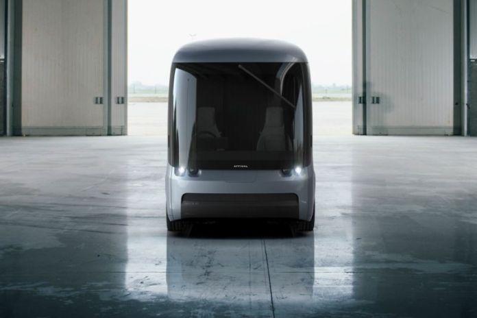O primeiro modelo da Chegada, previsto para o final deste ano, pode transportar 500 pés cúbicos de material e percorrer 200 milhas entre as paradas de carregamento.