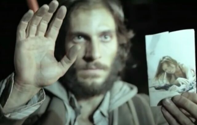 A man must deal with potential end of all humanity in the Spanish science fiction thriller <em>The Last Days</em> (<em>Los Últimos Días</em>) (2013).