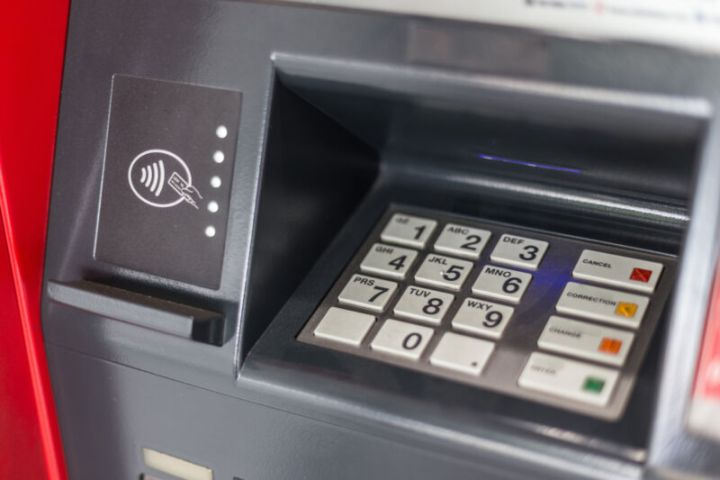 NFC flaws let researchers hack an ATM by waving a phone