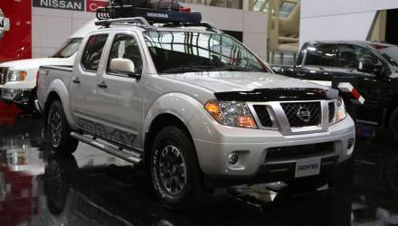inside the 2019 nissan frontier