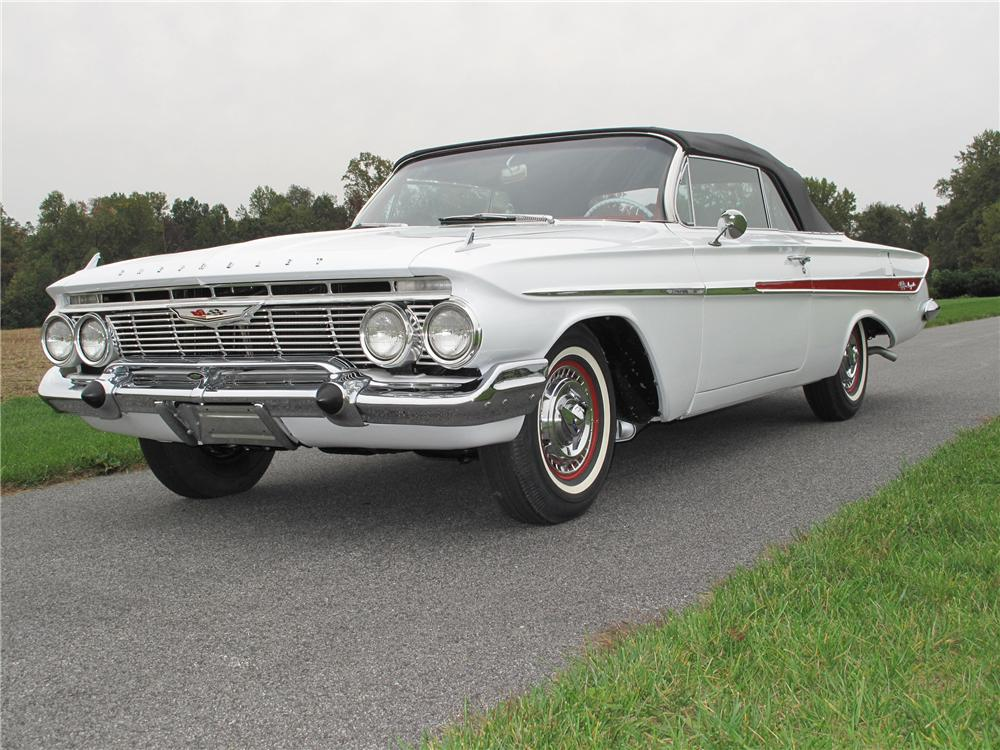 Lot  944 1 1961 CHEVROLET IMPALA SS CONVERTIBLE     1961 CHEVROLET IMPALA SS CONVERTIBLE   Front 3 4   116407