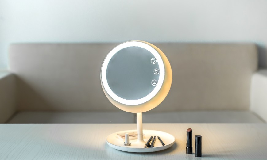 The First Smart Mirror That Helps You To Look Beautiful