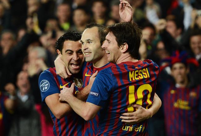Messi, Xavi e Iniesta celebrando un gol